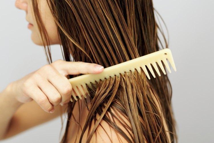 El acondicionador puede convertir tu cabello grueso en lacio.