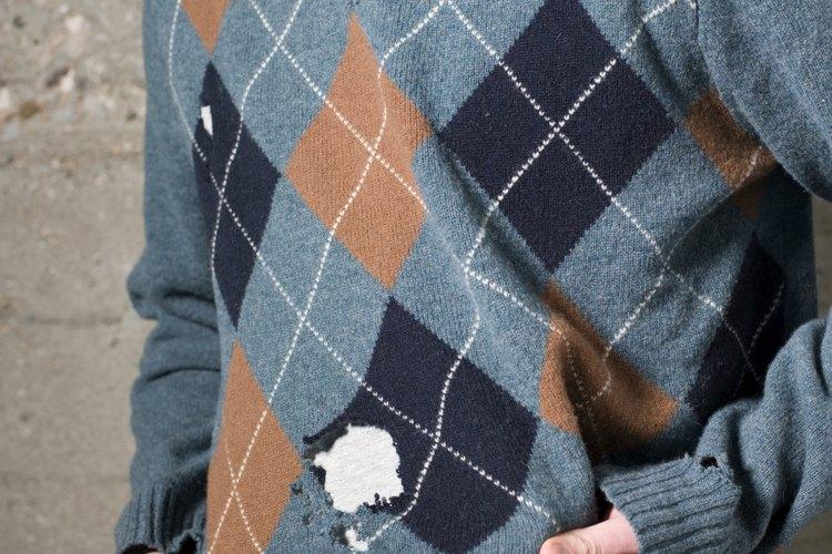 Este suéter probablemente fue víctima de los insectos que comen la ropa.