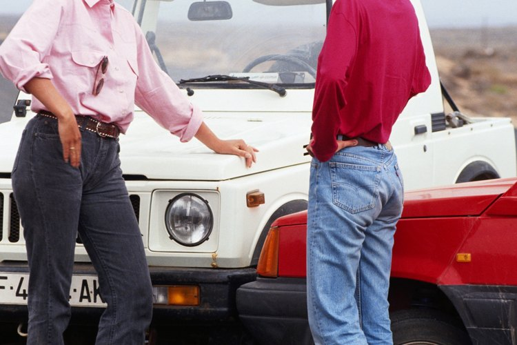 Un accidente automovilístico puede causarse por negligencia o imprudencia.