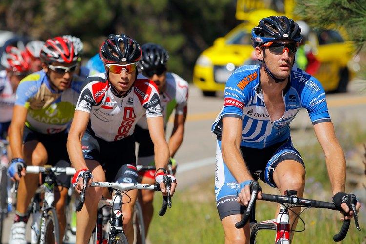 Tu familia no tiene que entrar en carreras tales como la USA Pro Challenge de 2012 pero Boulder es bien conocida por ser apta para andar en bicicleta.