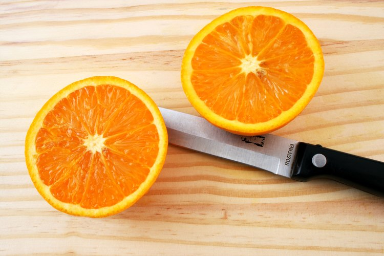 Los alimentos cítricos como los tomates, fresas, naranjas y toronjas son muy ácidos.