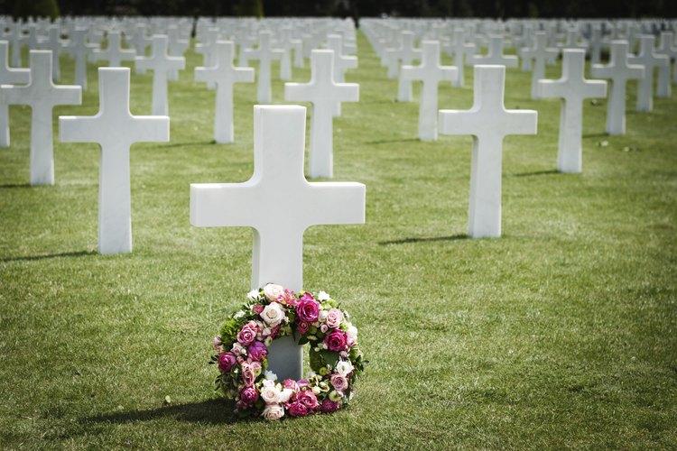Un año después de la muerte, muchas personas preparan una ceremonia en honor del fallecido.