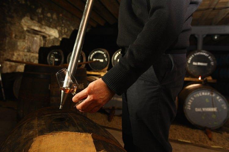 El licor de malta sólo puede hacerse con la levadura fermentada en el fondo del tanque.