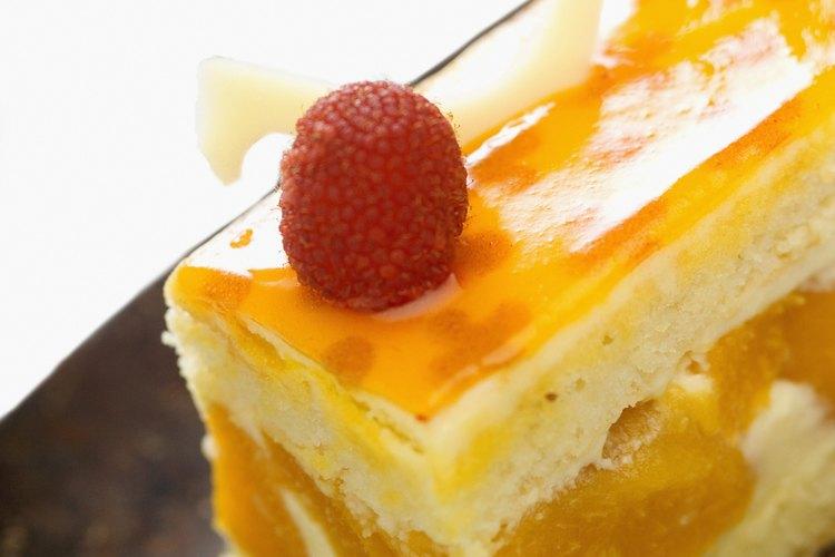 Existen muchas opciones deliciosas para rellenar un pastel, agregando un estallido de sabor.