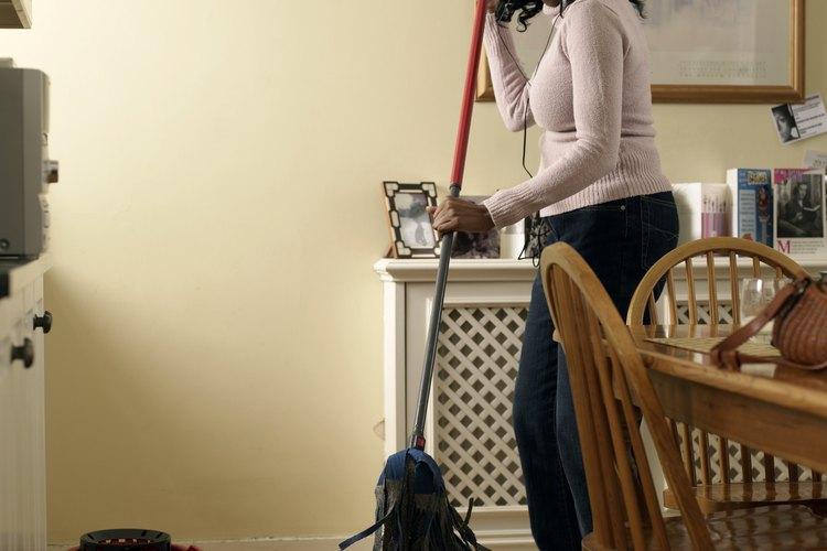 No sólo es importante limpiar la casa; las botas deben estar relucientes, también.