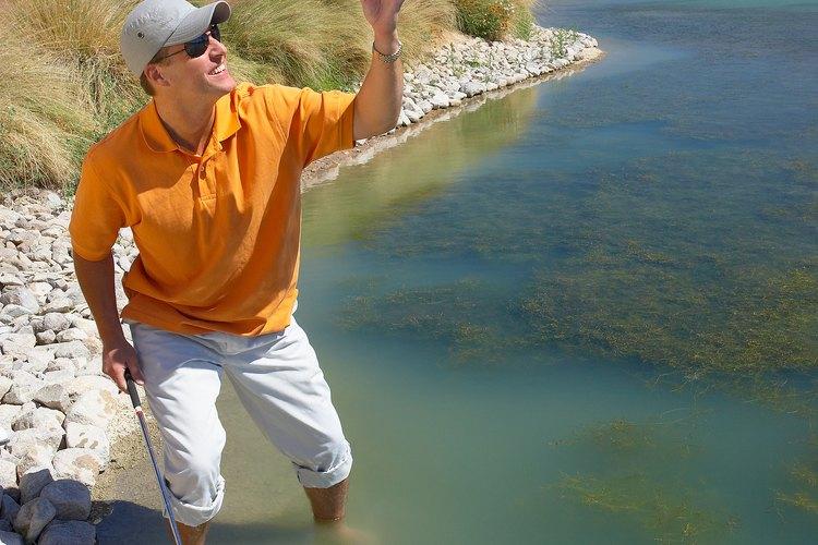 El golf es un deporte al aire libre, escoge tus pantalones sabiamente.