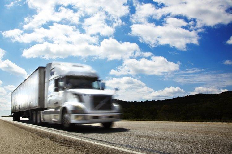La exportación de mercancías necesita ser enviada a través de vehículos.
