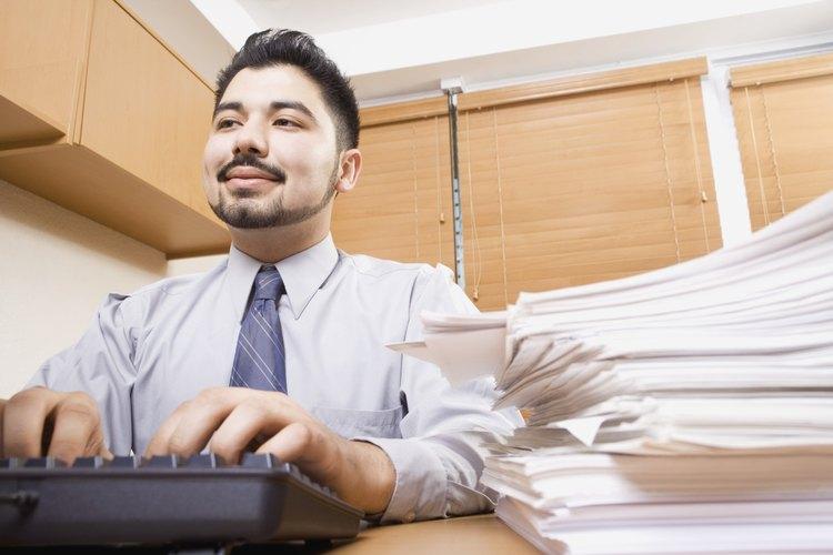 Los jóvenes de 14 y 15 años pueden realizar un trabajo de oficina.