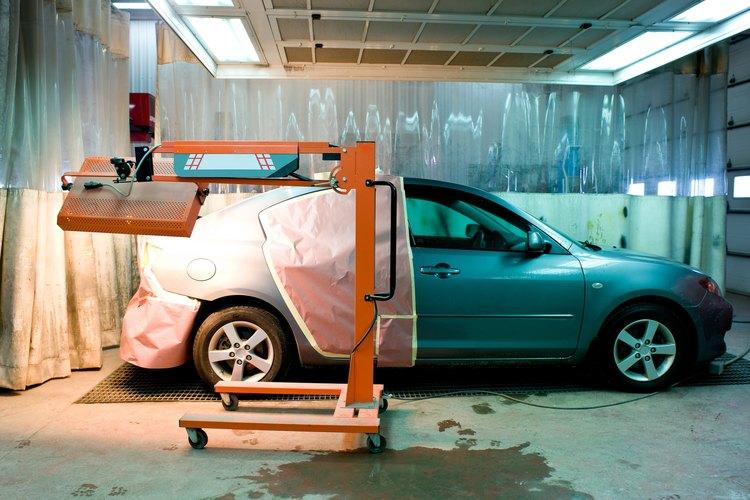 La mayoría de los coches están pintados con una pintura a base de uretano.