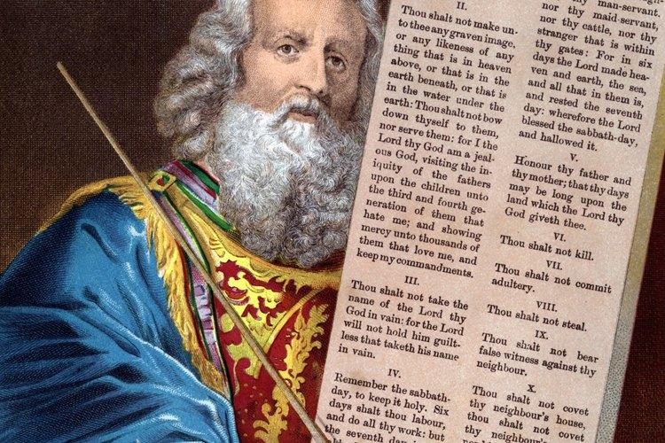 Dios le dio a Moisés los Diez Mandamientos en el Monte Sinaí.