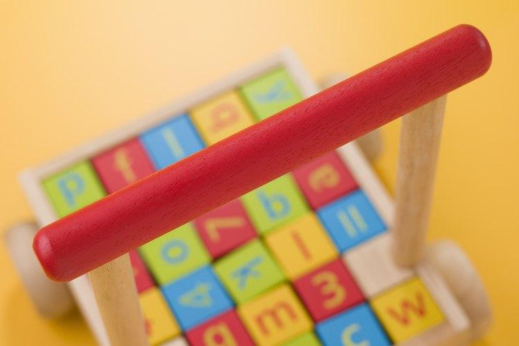 Las consonantes y las vocales en el alfabeto son utilizadas en los juguetes de los niños para mejorar el reconocimiento.