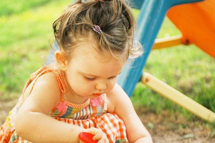 La tierra es un artículo no alimenticio que la mayoría de los niños prueba en un momento u otro.