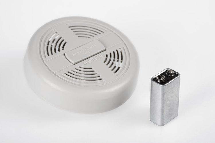 Un detector de humo que emite un sonido constante puede indicar problemas con la batería.
