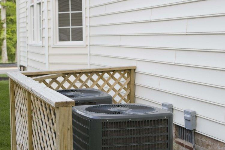 El condensador está expuesto a mucha mugre y restos.