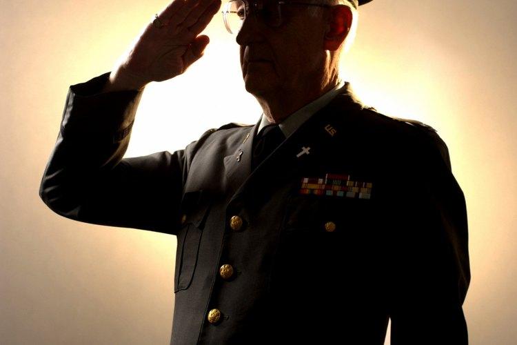 Los oficiales en el ejército son un claro ejemplo de un liderazgo tradicional.