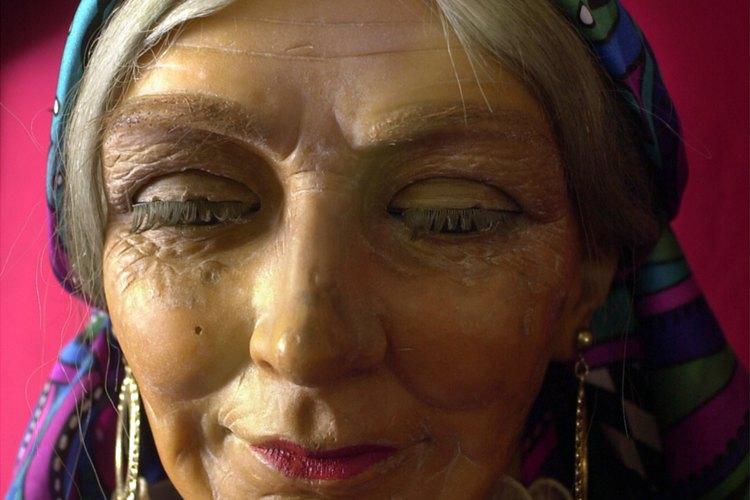 Los hombres y mujeres gitanas medievales usaban un pañuelo de colores alrededor de su cabeza.
