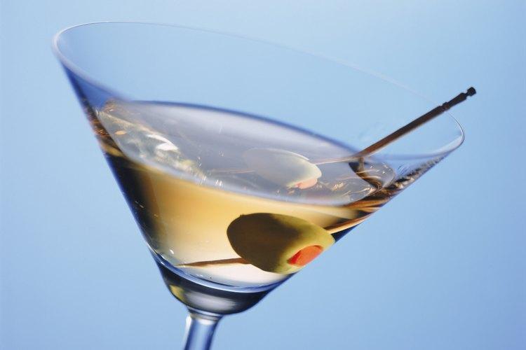 Haz una fiesta de martini para un cumpleaños número 21.