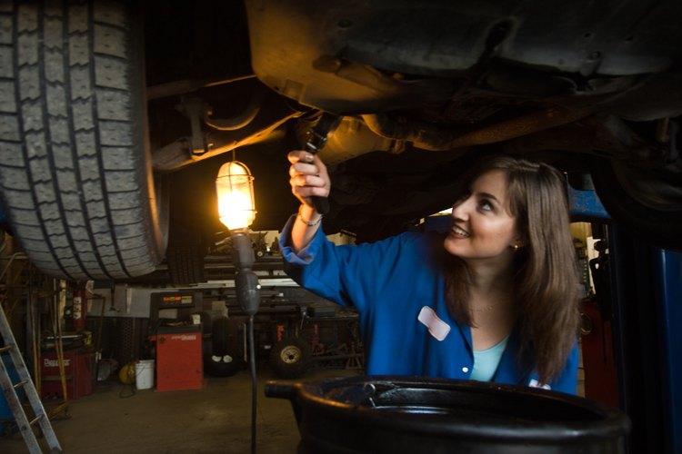 Una fuga de aceite puede contaminar un buje de suspensión y provocar un fallo prematuro.