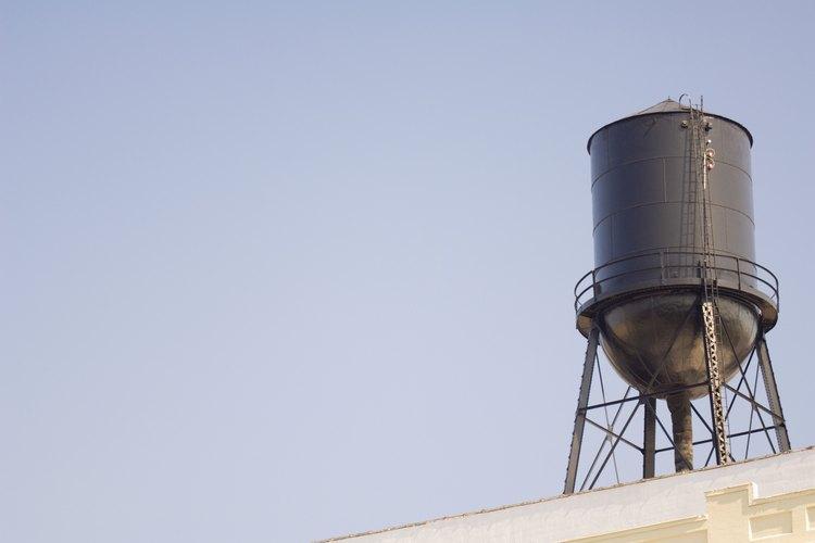 Cómo comprobar la presión del filtro del tanque de agua de ósmosis inversa.
