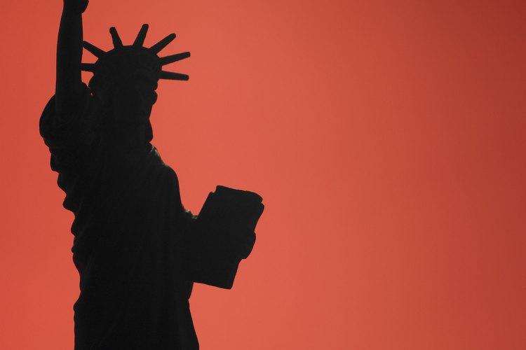 Las personas inmigran a Estados Unidas por distintas razones económicas, políticas y sociales.
