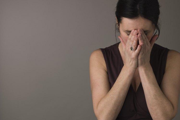 Los síntomas de pena son comunes cuando se lidia con la muerte de un ser querido.