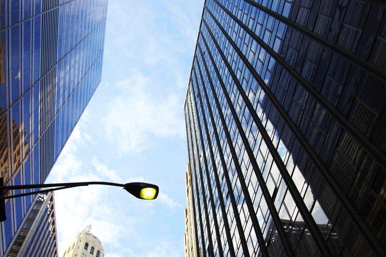 La ingeniería arquitectónica incorpora los principios de ingeniería en el diseño estético del edificio.
