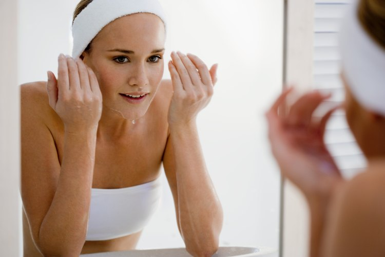 La eliminación de puntos negros alrededor de la boca con el tratamiento en el hogar suele ser tan eficaz como ver a un dermatólogo.