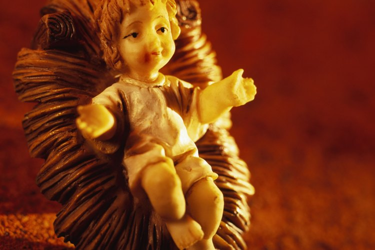 Tradicionalmente, la estatuilla del niño Jesús se coloca en el pesebre en la mañana de Navidad.