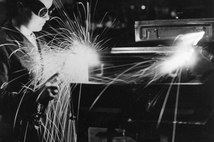 Las mujeres se convirtieron en una parte integral de la producción industrial durante la Segunda Guerra Mundial.