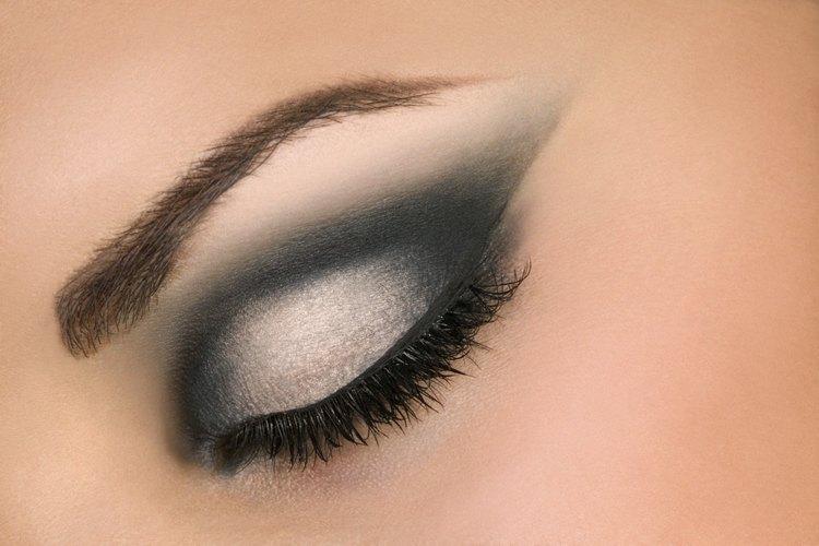 Color sombra de ojos para vestido negro