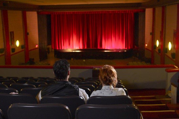 La oscuridad de la sala de cine puede ser ideal para el romance.