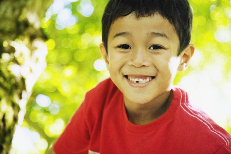 Ayuda a tu hijo a perder un diente flojo de forma segura.