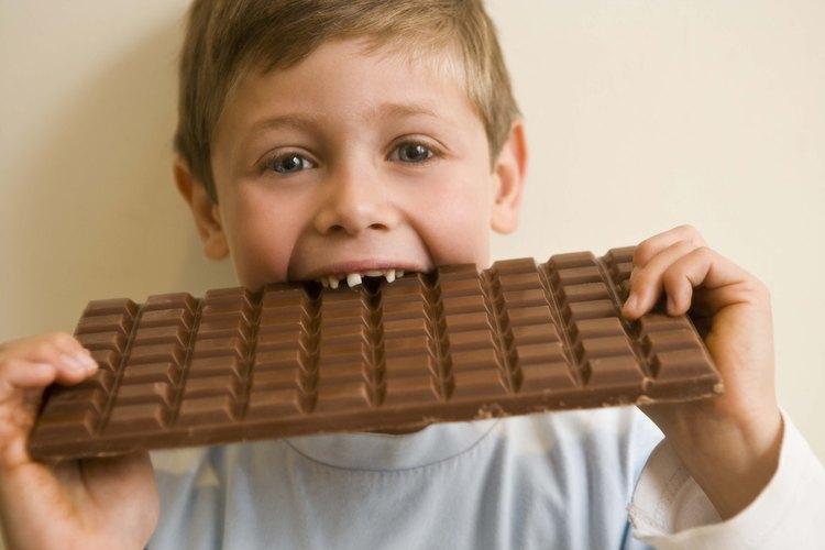 Aprende cómo se hacen las barras de chocolate.