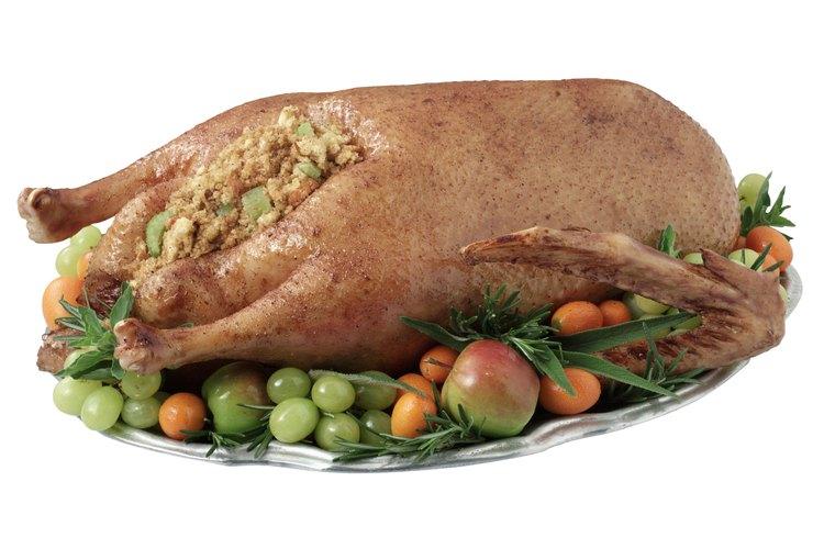 Envuelve el pollo en una bolsa de plástico hermética.