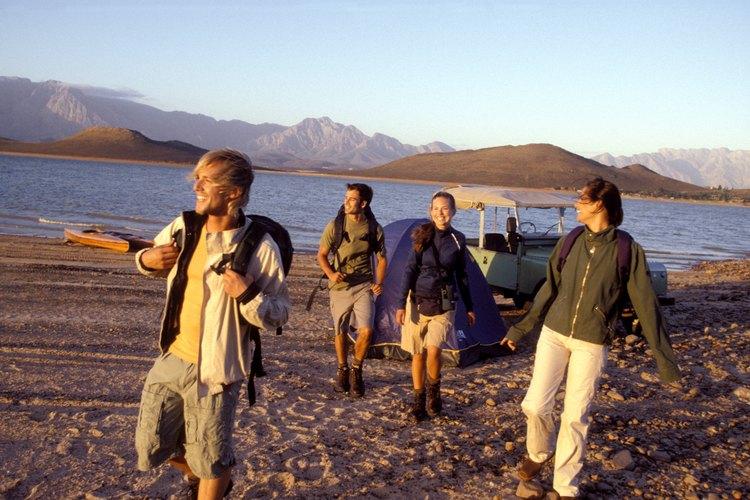 Navega en bote o haz una caminata en los campamentos privados en Lake Havasu.