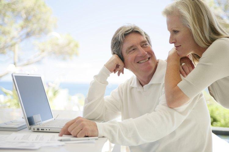 Las personas mayores presentan un menor absentismo laboral.