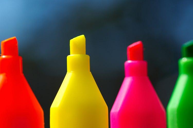 Los colores neón eran parte de la moda de los hombres en los 80.