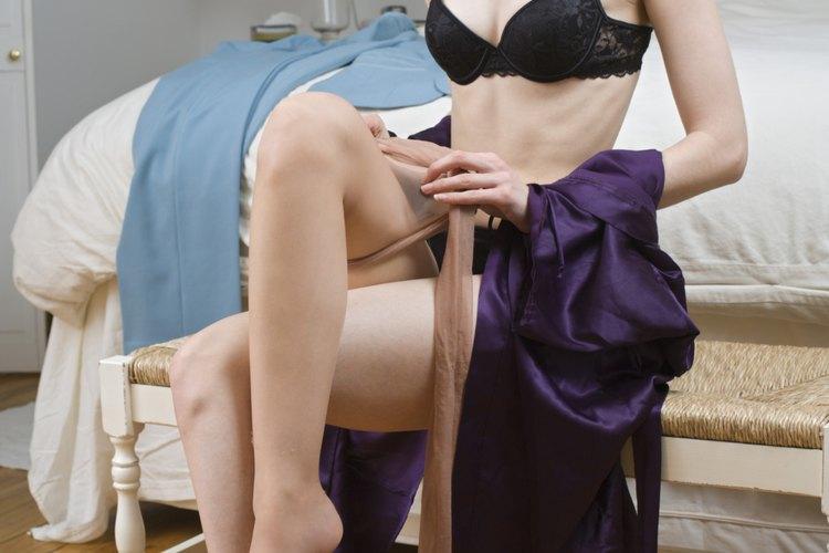 Las medias de nylon proveen una alternativa a la seda costosa.