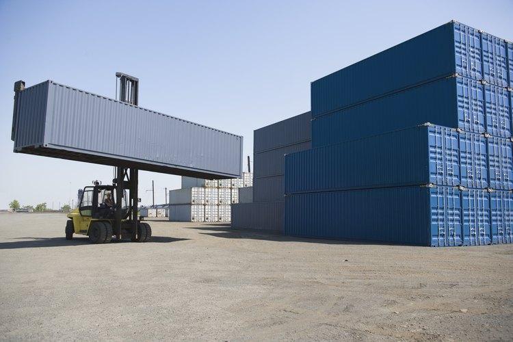 Los contenedores de carga pueden ser convertidos en galpones, talleres, lugares de almacenamiento y viviendas.