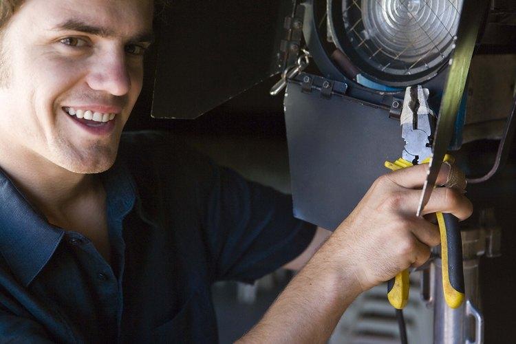 Los planificadores y programadores de mantenimiento coordinan los trabajos de mantenimiento de rutina.