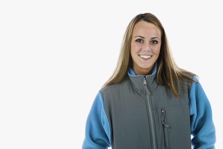 Unos pocos pasos simples pueden ayudarte a deshacerte de la pelusa en tu chaqueta de vellón.