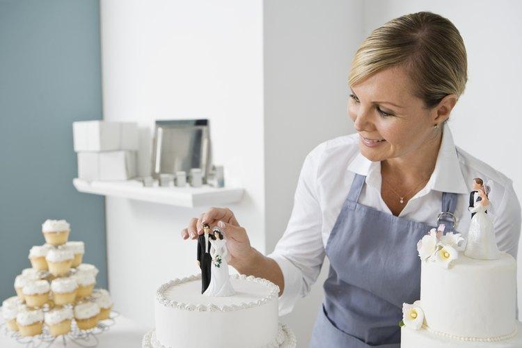 Haz un fondant vegetariano para decorar pasteles de boda.