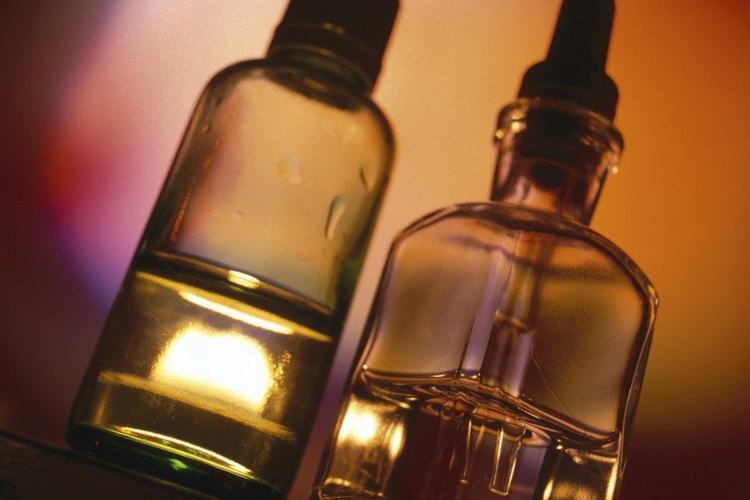 Unas pocas gotas de aceite esencial ayudan a desodorizar superficies de cuero malolientes.
