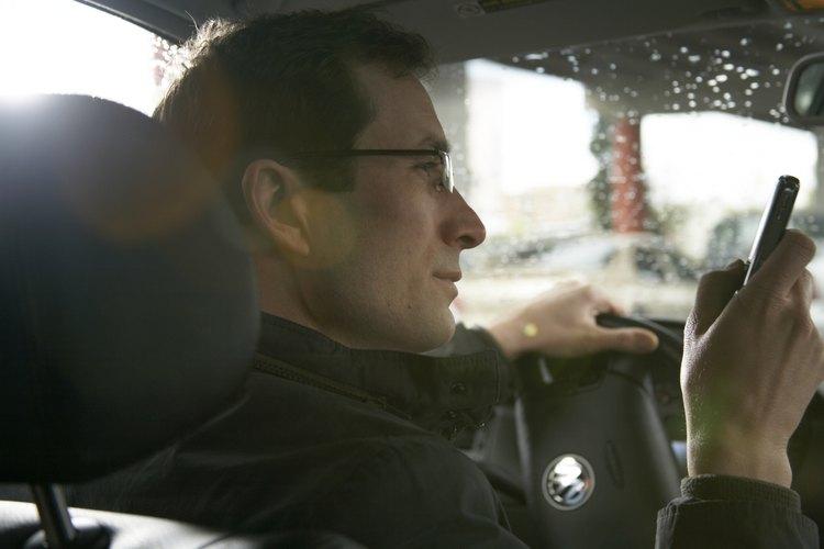 De acuerdo con el Insurance Institute for Highway Safety, enviar mensajes de texto mientras conduces es ilegal en 39 estados (incluyendo el Distrito de Columbia), pero no cuentes con la ley para que evite que tu hijo adolescente envié mensajes de texto mientras conduce.