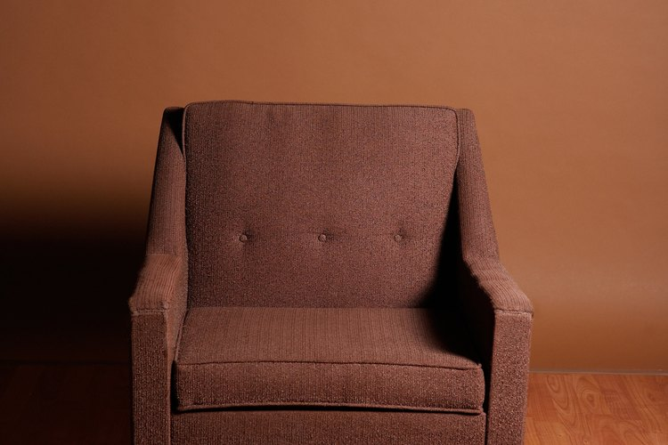 Las sillas que todo el tiempo se están moviendo tienden a dañar los suelos si no están protegidas.