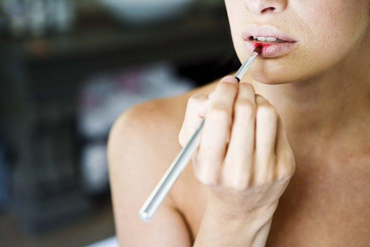 Las representantes de mary kay venden maquillaje y productos para el cuidado de la piel.