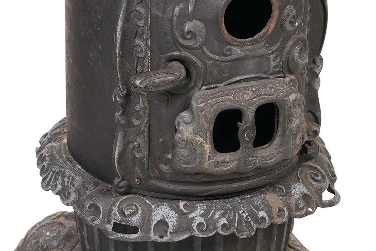 Restaura una vieja estufa de hierro fundido para que recupere su belleza original.