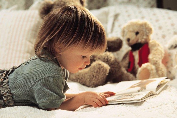 Los libros ayudan a tu hijo a su desarrollo. El CDC recomienda que le leas a tu hijo todos los días.