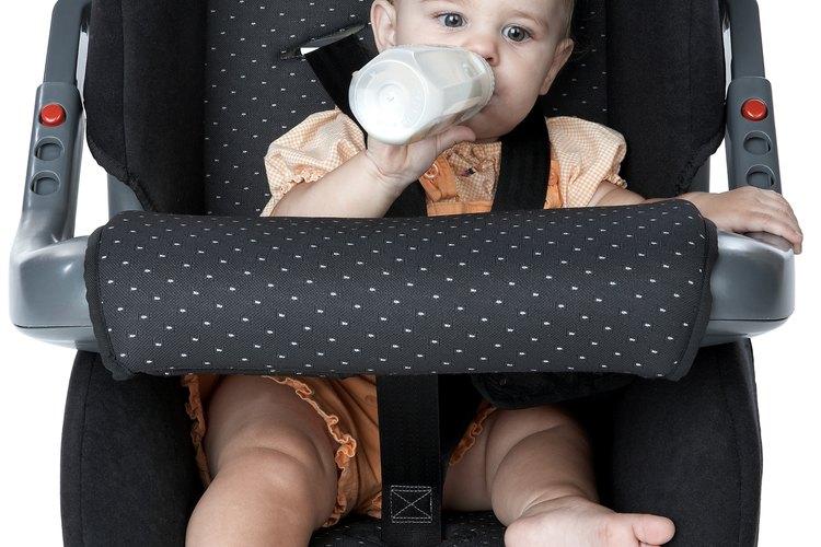 Comprueba si el asiento de tu hijo está aprobado para su uso en una aeronave.