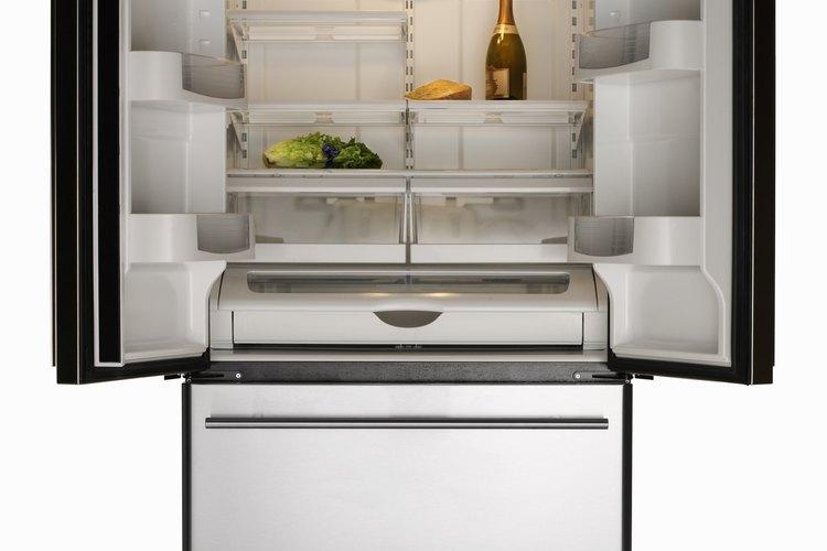 Las fugas de gas de los refrigeradores no son muy comunes, de modo que no asumas que esa es la razón por la que tu aparato no está enfriando.